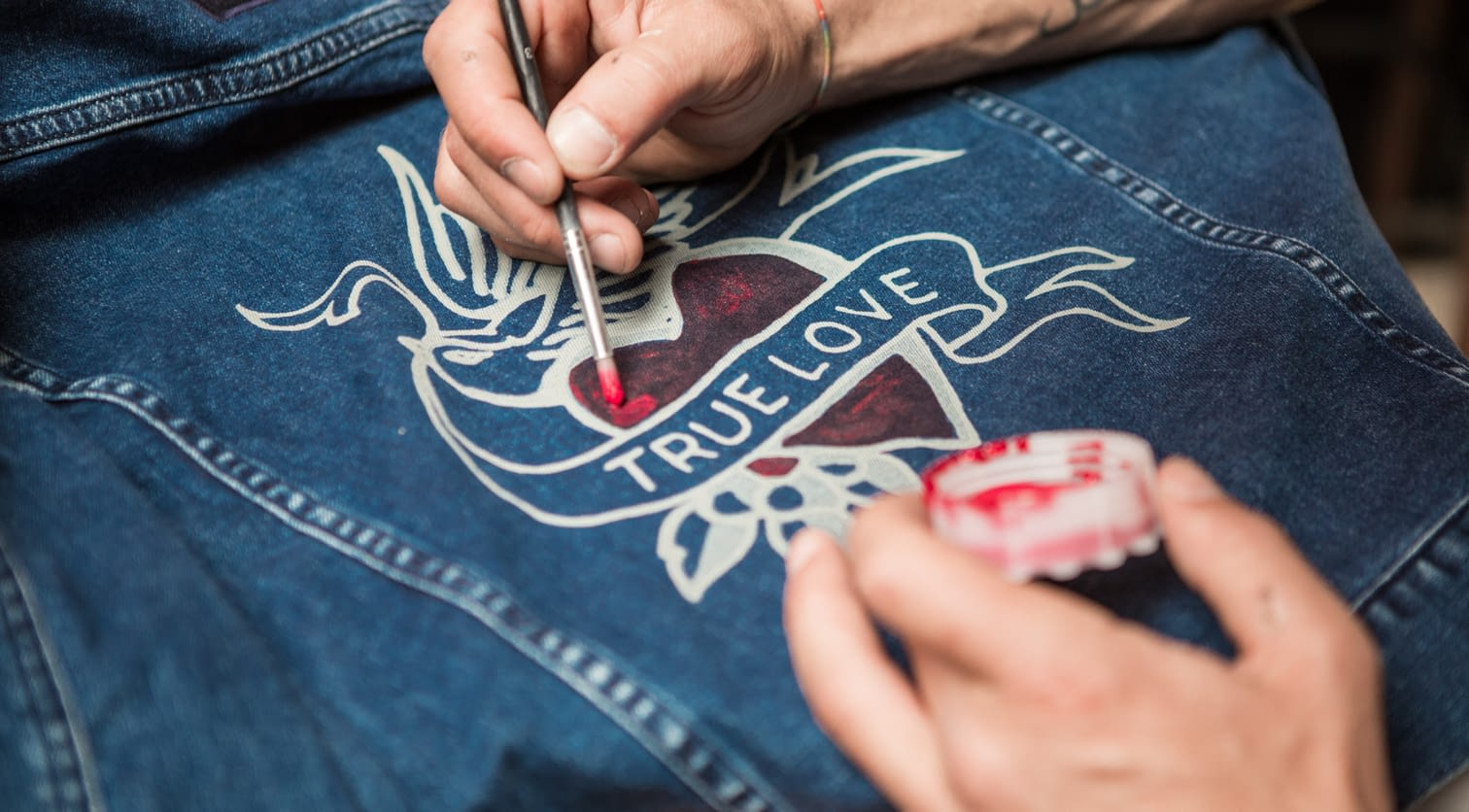 10. Customisation Tommy Jeans Pitti SS18.jpg