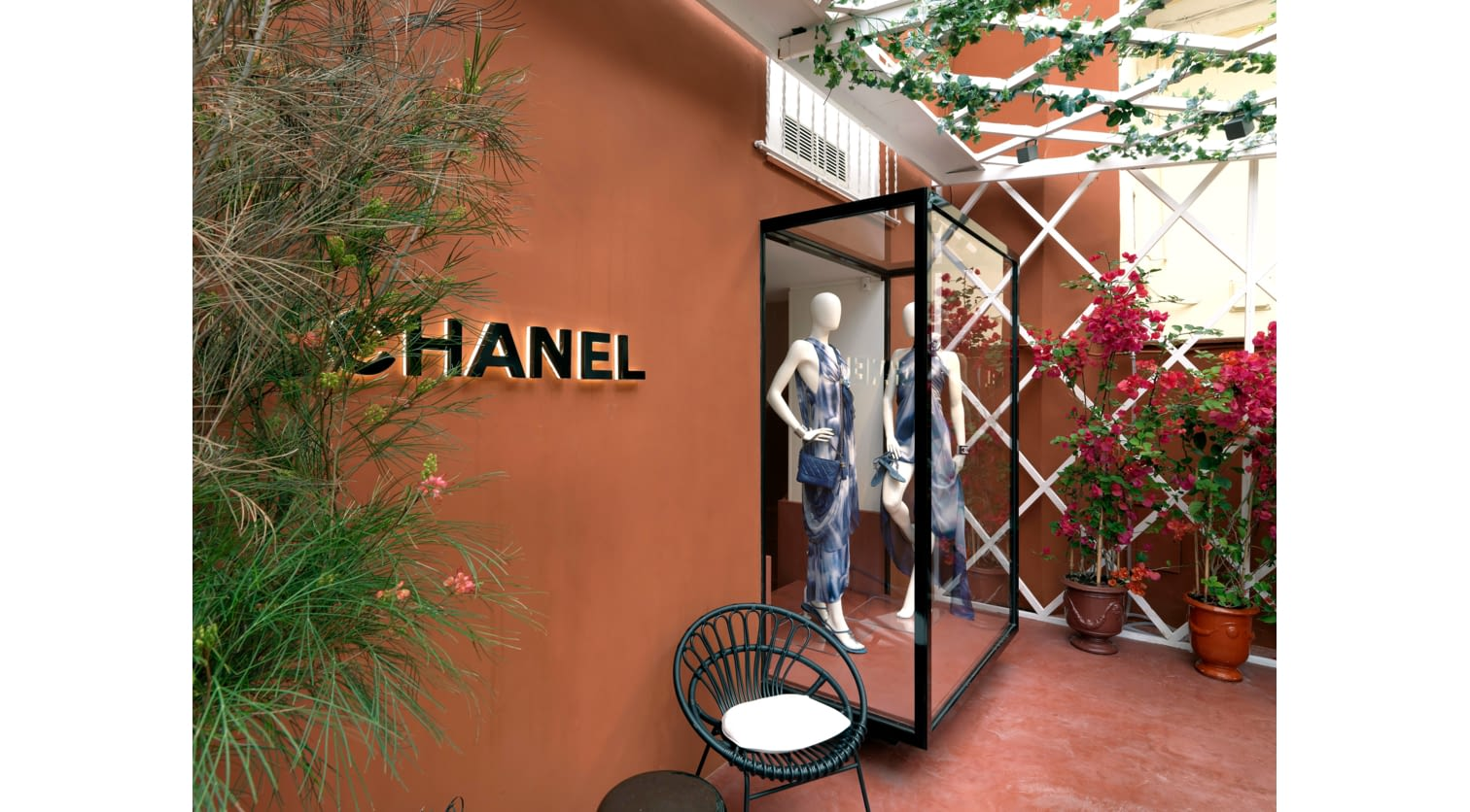 10_Boutique_Chanel_Capri2018_0022_HD.jpg