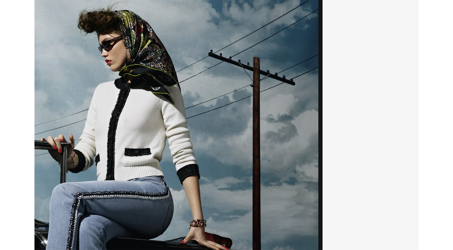 Fall-Winter_2018-19_Eyewear_ad_campaign_by_Karl_Lagerfeld_(3).jpg