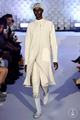 courreges_aw19_0001.jpg