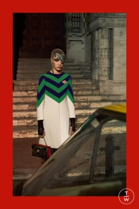 GU568_PREFALL18_LOOKBOOK_WOMENS_2732X4098px_FINAL_RGB_150 dpi_11.jpg