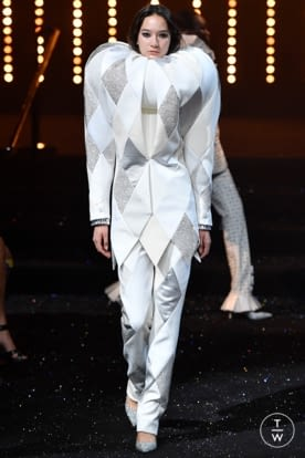 viktor_and_rolf_caw18_0009.jpg