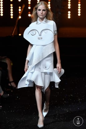 viktor_and_rolf_caw18_0017.jpg